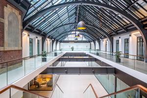 Kunden und Nutzer können das Gebäude nun auch über die neu geschaffenen Eingänge in der Mitte der beiden Baukörper betreten<br />Fotos: Carsten Brügmann