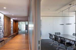 Büronutzung im sechsten Obergeschoss der Glasaufstockung
