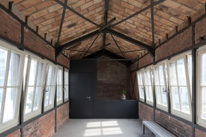 Die Brückenbauten, über die zwei der Wohnungen mit einem Treppenhaus erschlossen werden, werden heute als Wintergärten genutztFotos: Udo Meinel