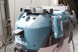 """Auch Sauger ohne Bluetooth- Funktion können mit dem Steckdosenadapter """"WUT02U"""" mit dem Langhalsschleifer gekoppelt werden"""