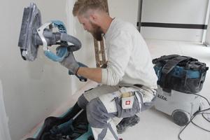 Auf der Baustelle ist der Langhalsschleifer mit wenigen Handgriffen einsatzbereit gemacht