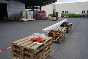 Ein- und Ausfahrtsbereich sind auf dem Hof klar getrennt. Bestellte Ware wird kommissioniert und mit dem Bestellzettel zur Abholung bereitgelegt