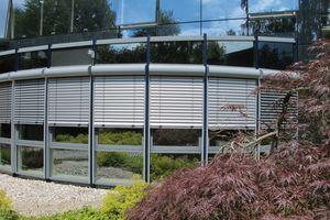 In Vorbaukästen integrierte Raffstoren tragen zu einer modernen Fassadengestaltung bei<br />