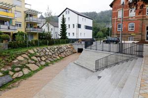 Im Rahmen der Remstal Bundesgartenschau 2019 gestaltete die teilnehmende Stadt Lorch den zentralen Schillerplatz neu. Um Zugang zum Wasser und Sitzgelegenheiten zum Verweilen zu schaffen, wurde der Götzenbach freigelegt