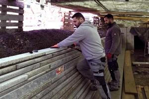 Unter einem Bauzelt setzten die Handwerker das Mauerwerk bei winterlichen Temperaturen. Die spezielle Herausforderung stellten die besonders schmalen Fugen von nur knapp 5 mm dar