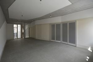 Rechts unten: Erschließung, Bad und Küche sind in einem schrankartigen Einbau mit Schiebetüren zum Wohnraum zusammengefasstFotos: Tillmann Wagner Architekten BDA