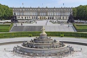 Kärcher reinigte im Rahmen seines Kultursponsorings den Latonabrunnen im Schlosspark Herrenchiemsee