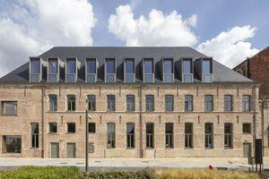 Im Predikherenklooster im belgischen Mechelen befindet sich heute die Stadtbibliothek. Am deutlichsten ist dies Veränderung an den großen, neu ins Dach eingefügten Gauben zu erkennenFotos: Luuk Kramer