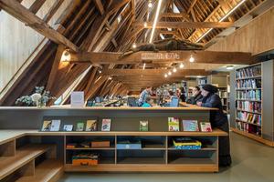 Im ausgebauten Dachgeschoss befindet sich heute die allgemeine Bibliothek<br />Fotos: Luuk Kramer
