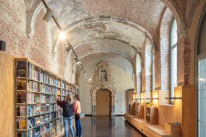 In den Räumen der ehemaligen Bibliothek des Predikherenklooster sind im Südflügel des Kreuzgangs die Spuren der Zeit an der Gewölbedecke gut zu erkennen
