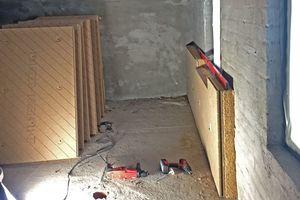 """Die unebenen alten Ziegelwände wurden mit dem Holzfaser-Innendämm-system """"Udi In Reco"""" mit Untergrund-Ausgleich gedämmt"""