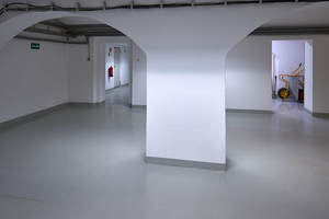 Fertig behandelte Wand- und Bodenflächen