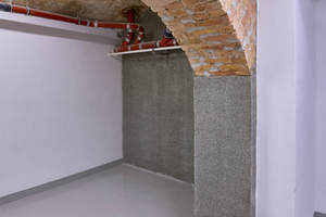 Behandelte Wandfläche fertig zum Verputzen