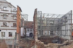 Im Zuge der Sanierung der Kitzinger Brauhöfe wurden die Gebäude komplett entkernt. Nur die Fassaden blieben erhalten