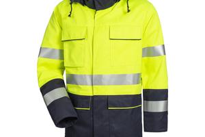 """Der vielfach zertifizierte """"Multinorm-Parka"""" von HB Protective Wear vereint zahlreiche Schutzfunktionen in einem Kleidungsstück und hält auch anhaltendem Regen stand<span class=""""bildnachweis"""">Foto: HB Protective Wear</span>"""