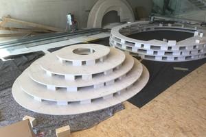 Den Kokon fertigten die Mitarbeiter der Zimmerei Luib aus Fichte-DreischichtplattenFoto: Lanz · Schwager Architekten BDA