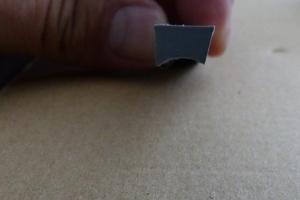 So sollte der Querschnitt des Dichtstoffs beim Üben auf der Pappe aussehen