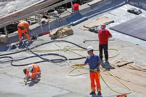 Fehlstellen im Beton schlossen die Handwerker mit herkömmlichen Verlegemörtel …