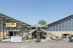 """Oben: Die nach Plänen von Ulrich Müther 1969 in Magdeburger erbaute Hyparschale wird zurzeit saniert<span class=""""bildnachweis"""">Foto: Robert Mehl</span>"""