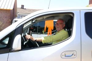 """""""Ganz entspanntes Gleiten"""" – Maler- und Lackierermeister Volker Kempen kann sich vorstellen, einen Nissan """"e-NV200"""" für seinen Malerbetrieb anzuschaffen"""
