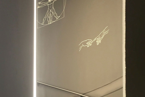 Ein Treppenaufgang wurde mit gebogenen  GK-Form Platten verkleidet in die oberflächenbündige LED-Lichtbänder eingearbeitet sind