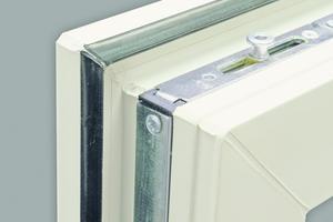 Fensterfalze werden nicht beschichtet, damit sich die Mechanik, Dichtungen und Lüftungsöffnungen nicht zusetzen