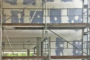 Der Untergrund für die Malerarbeiten besteht aus Gipskartonplatten, die eine absolut fugenfreie, homogene Oberfläche haben mussten