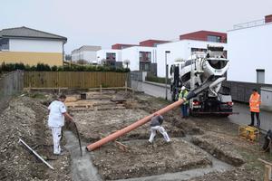 Die Fundamente gossen die Handwerker aus Recyclingbeton, der in Niedersachsen erstmalig zum Bau eines Hauses zugelassenen wurde