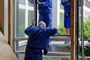 """Die Aluminiumfenster bauten die Handwerker aus dem ehemaligen """"Haus der Jugend"""" aus"""