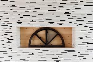 Innenwandbekleidung als 20 cm dicke Vorwand aus gestapelten, gebrochenen Gipskartonplatten