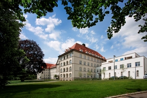 Das Safranberg-Ensemble in Ulm mit ehemaliger Klinik und zwei modernen Neubauten bildet ein neues innenstädtisches Wohnquartier mit hohem Wohnwert