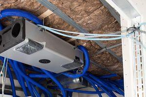 Einbau der Lüftungsanlage mit Wärmerückgewinnung in die abgehängte Trockenbaudecke