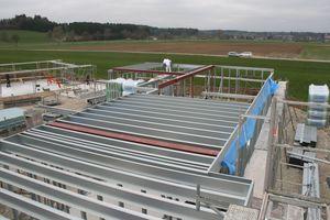Montage der Deckenlage aus Stahlleichtbauträgern