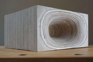 Gerundete Holzobjekte aus geschichteten Holzwerkstoffen wie Birkemultiplexplatten gewinnen durch den Feinschliff besonders an Ausdruck<br />Fotos: Thomas Wieckhorst