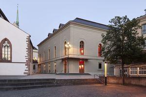 Der Erweiterungsbau des Musiksaals des Stadtcasinos Basel wurde mit Accoya-Holz verkleidet