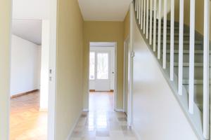 Flur und Treppe (rechts im Bild) im Erdgeschoss<br />