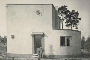 Links: Historische Aufnahme des Hauses Pungs aus den 1930er JahrenFotos: Archiv Architekten