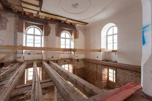 Wo die Deckenkonstruktion nicht erhaltenswert war, wurden sie zurückgebaut und durch denkmalschutzgerechte Verbindungen ersetzt