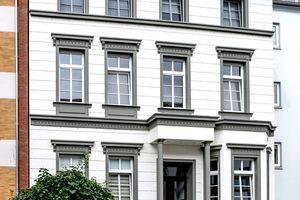 Die reprofilierte Fassade entspricht weitgehend dem historischen Vorbild