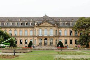 Das Stuttgarter Neue Schloss blickt auf eine lange Geschichte zurück. Ab 1746 in mehreren Phasen erbaut, wurde es erst 1806 vollendet