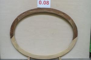 Hier ist eines der Ochsenaugenfenster bereits mit neuem Holz ergänzt