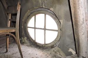 Ein Ochsenaugenfenster vor der Sanierung, Innenansicht<br />
