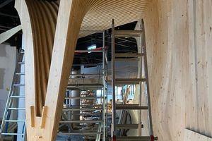 Über Formfedern fügten die Handwerker die Formteile untereinander zu einer nahezu fugenlosen Raumskulptur zusammen