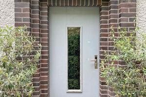 Risse und Macken: So sah die Haustür vorher aus