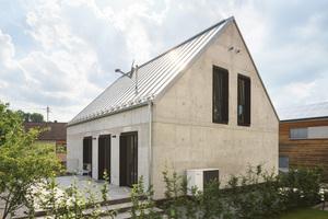 Das Einfamilienhaus aus Infraleichtbeton wurde in Pfaffenhofen im Mai vergangenen Jahres nach Plänen des Architekten Michael Thalmair fertiggestellt<br />Fotos: Sebastion Schels