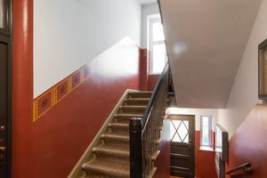"""Für den gewünschten Glanzgrad und eine bessere Reinigungsfähigkeit erfolgte im Eingangsbereich ein spezieller transparenter Überzug mit """"Creativ Floc-Finish ELF 48"""""""