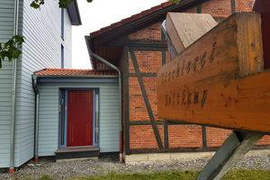 """""""Es geht immer nur um Qualität"""", betont Hubert Holtkamp, der seit der Gründung der Tischlerei 1986 in Borchen seinen Hauptumsatz mit Fenstern und Haustüren aus Holz macht <span class=""""bildnachweis"""">Fotos: Basys</span>"""