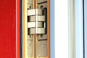 Die Bänder sind dreidimensional justierbar, die Lagerungen wartungsfrei. Durch die große Auslenkung eignen sie sich für Aufdopplungen