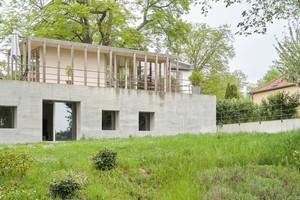 Das Haus am Seein Brandenburg passt sich der Jahreszeit an und wurde 2020 mit dem Kfw Award Bauen ausgezeichnet.