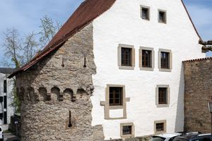 Auf der Rückseite des Kulturamts zeugen Reste der alten Stadtmauer vom mittelalterlichen Befestigungsring, der Rottenburg einst umgab